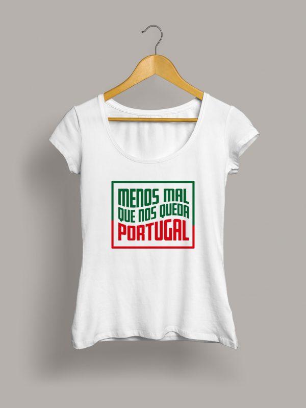 Camiseta chica menos mal que nos queda Portugal